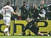 Liverpool - AC Milán: Dudek chytá Ševčenkovi penaltu