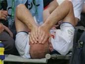 Jan Koller schovává tvář do dlaní