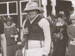 Winston Churchill oblečen na utkání v pólu, Worcester Park 1924