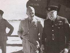 Winston Churchill při setkání s Eisenhowerem, severní Afrika 1943