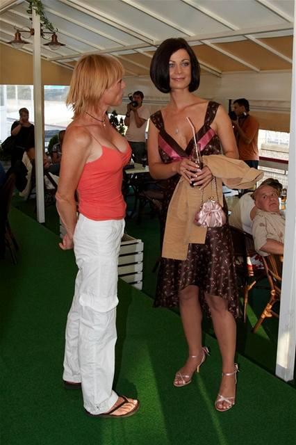 Markéta Tanner a Šárka Ullrichová na party seriálu Ulice na ...