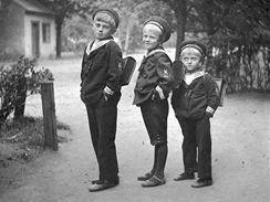 Bohumil Hrabal coby školák (první zleva)