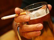 U alkoholismu je nejnáročnější zvládnutí psychické závislosti.
