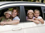 Cestovní nevolnost neboli kinetózu má mnoho lidí spojenou se školními a rodinnými výlety.