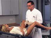 Jedině lékař přesně určí, zda příčinou potíží jsou kvasinky, nebo jiný mikroorganismus.