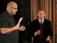 Václav Havel a Vladimír Morávek v brněnském divadle Husa na provázku ve hře Odcházení