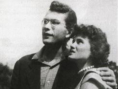 B�sn�k Karel �iktanc v pades�t�ch letech se svou (p��t�) man�elkou.