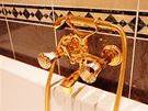 V hotelových pokojích nechybí ani zlato.