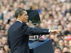 Barack Obama při projevu na Pražském hradě (5. dubna 2009)