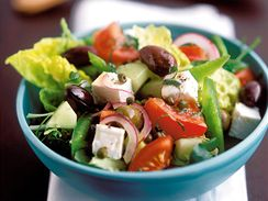 Řecký salát s olivami