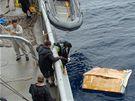 Pátrací týmy stále v moři hledají trosky airbusu