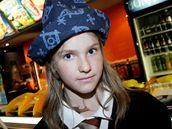 Dívka v čarodějnickém na premiéře Harryho Pottera v kině IMAX