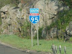 Značky v USA - typické označení dálnice