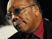 Producent Quincy Jones na pohřbu Michaela Jacksona (Los Angeles, 3. září 2009)