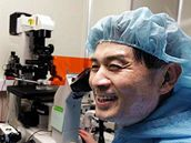 V květnu 2005 si profesor Hwang užíval pozornosti. Než vyšlo najevo, že jeho výzkum je podvrh.