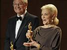 Governors Awards 2009, neboli čestné Oscary, převzali (zleva) režisér Roger Corman, herečka Lauren Bacallová a kameraman Gordon Willis.