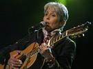 Písničkářka Joan Baez zazpívala svůj hit We shall overcome.