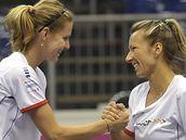 Lucie Šafářová (vlevo) a Květa Peschkeová při tréninku