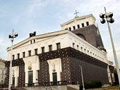 Pražský kostel Nejsvětějšího srdce páně od architekta Josipa Plečnika.