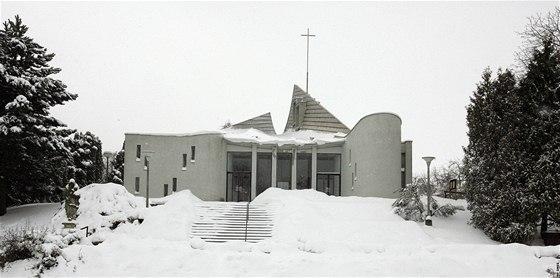 Moderní kostel v Senetářově navrhl sochař a malíř Ludvík Kolek