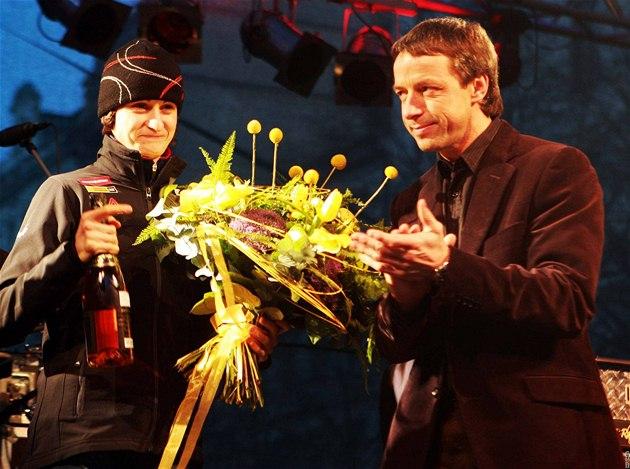 Martina Sáblíková s politikem Pavlem Bémem (vpravo) p�i oslav� olympionik� z Vancouveru na Václavském nám�stí.