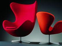 Vajíčko (The Egg) a Labuť (The Swan) - slavná křesla Arne Jacobsena