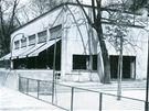 Původní podoba Zemanovy kavárny, kterou navrhl Bohuslav Fuchs. Stála v parku na místě dnešního Janáčkova divadla v Brně.