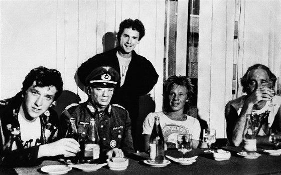Bývalý manažer Sex Pistols Malcolm McLaren s kapelou