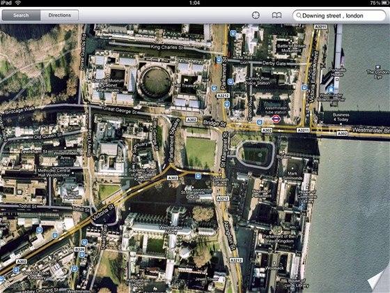 Procházení map (Google Maps) je fantastické - zde satelitní pohled na centrum Londýna