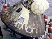 Kabina Apolla 13 po přistání na Zemi