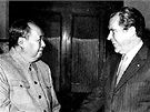 P�edseda komunistick� strany v ��n� Mao Ce-tung a prezident USA Richard Nixon na sv�m jedn�n� v �noru 1972.