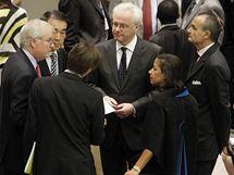 Schválení sankcí vůči Íránu předcházela tvrdá vyjednávání mezi členy Rady bezpečnosti OSN (9. června 2010)