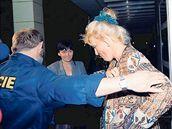 V červnu 1998 poslala soudkyně Reginu Rázlovou do vazby.