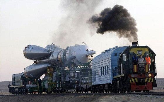 Nosná raketa při cestě na rampu Bajkonuru