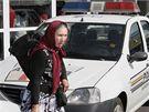 Jedna z rumunských žen po návratu na letišti v Bukurešti. (19. srpna 2010)