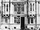Historick� sn�mek Eli��in�ch l�zn�, jejich� budova kdysi uzav�rala Revolu�n�.