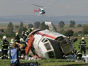 Záchranáři zasahují u simulované letecké nehody na letišti v Olomouci - Neředíně.