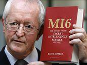 Historik Keith Jeffery představil svou knihu o historii britské špionážní služby MI6.