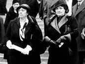 Marie Baťová (na snímku vpravo) v roli hostitelky při návštěvě Alice Masarykové ve Zlíně v roce 1933.
