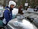 Skvostné veterány mohli obdivovat lidé v Karlových Varech po skončení závodu The Winter Trial 2011.