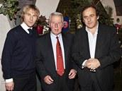 Tři držitelé Zlatého míče pro nejlepšího evropského fotbalistu roku: zleva Pavel Nedvěd (2003), Josef Masopust (1962) a Michel Platini (1983, 1984 a 1985)