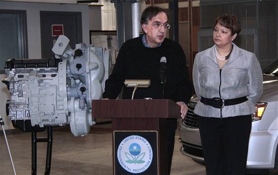 Sergio Marchionne a Lisa P. Jackson oznamuj� spolupr�ci Chrysleru a EPA