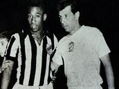 Osmnáctiletý Pelé a osmadvacetiletý Masopust před utkáním FC Santos - Dukla 3:4 na začátku roku 1959 v Mexiku; právě tady začalo jedno velké fotbalové přátelství, které trvá dodnes