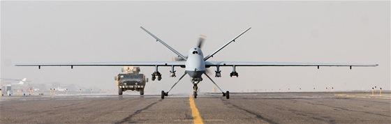 MQ-9 Reaper je vybaven vn�j��mi z�v�sy i vnit�n� pumovnic�