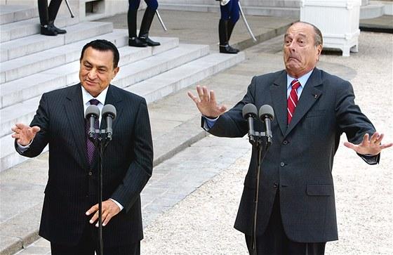 Husní Mubarak s francouzským prezidentem Jacquesem Chirakem v Elysejském paláci...