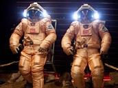 Členové posádky Mars-500 zkouší skafandry Orlan
