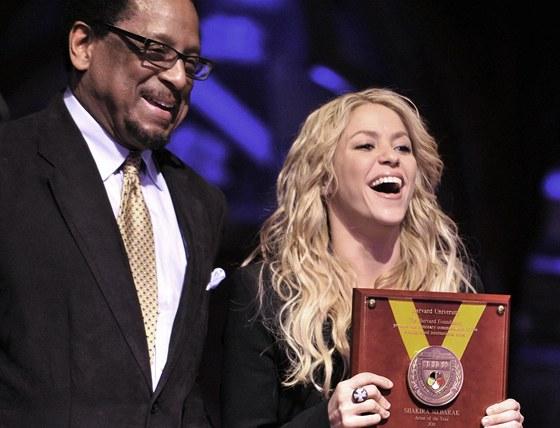 Shakira p�evzala ocen�n� um�lkyn� roku od Harvardovy univerzity.