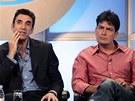 Charlie Sheen a producent seriálu Dva a půl chlapa Chuck Lorre