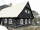 Správné klasické rozmístění oken na chalupě v Horní Rokytnici.