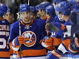 OSLAVA. John Tavares z New York Islanders se raduje z branky proti St. Louis.